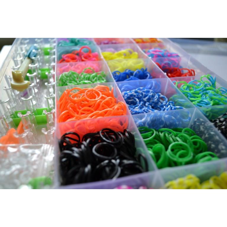 Профессиональный набор для плетения Loom Bands (кейс, 4400 ярких резинок, прочный станок, станок-вилка, 5 крючков, прозрачные клипсы, 12 шармов-украшений)